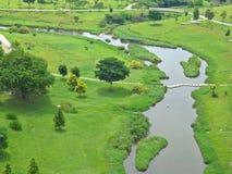 Río de serpenteo - parque Imagen de archivo