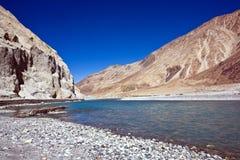 Río de Shyok, valle de Nubra, Ladakh, la India imagen de archivo