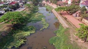 Río de Siem Reap en un día soleado almacen de metraje de vídeo