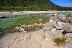 Río de Soca en Eslovenia, Europa Imágenes de archivo libres de regalías