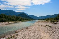 Río de Soca en Eslovenia, Europa Foto de archivo