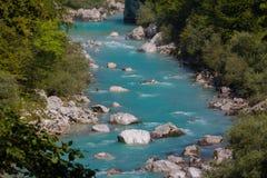 Río de Soca, montañas eslovenas Foto de archivo