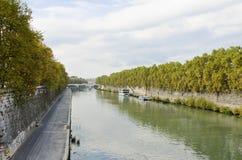 Río de Tiber en Roma Fotos de archivo libres de regalías