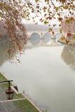 Río de Tiber en Roma, Italia Imágenes de archivo libres de regalías