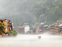 Río de Tuojiang en Fenghuang, China Imagen de archivo