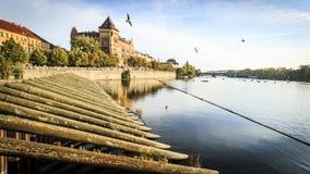 Río de Vltava, Praga, República Checa Imágenes de archivo libres de regalías