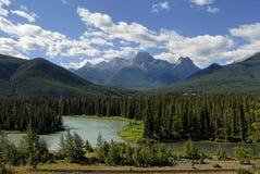Río del arqueamiento cerca de la igualdad de Banff Nat'l Fotografía de archivo