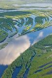 Río del bosque en la inundación, visión superior Foto de archivo libre de regalías