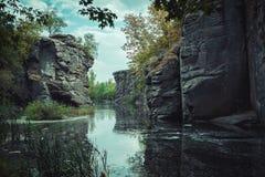 Río del cañón pintoresco imagenes de archivo