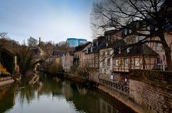 Río del centro de ciudad de Luxemburgo Foto de archivo libre de regalías