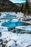 Río del codo para codear caídas en invierno Imagen de archivo libre de regalías