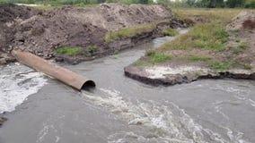 Río del desastre ecológico almacen de metraje de vídeo