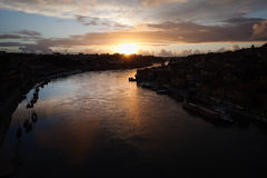Río del Duero en la puesta del sol en Portugal Imagenes de archivo