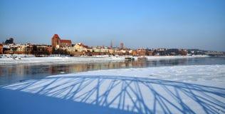 Río del helada en Torun, Polonia Foto de archivo