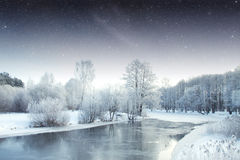 Río del invierno en la noche Fotos de archivo libres de regalías