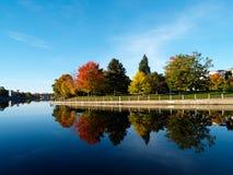 Río del otoño Foto de archivo