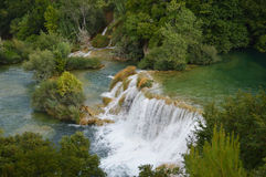 Río del parque de Krka y cascada grande en Croacia Fotos de archivo