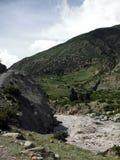 Río del rugido en paisaje Himalayan seco Fotografía de archivo