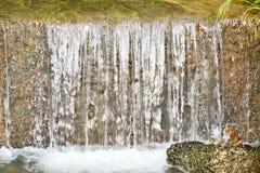 Río del umbral en pequeña ciudad Fotografía de archivo