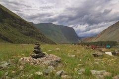 Río del valle de Chulyshman Fotos de archivo libres de regalías