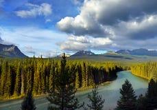 Río del valle de maderas, paisaje escénico canadiense de la montaña de las montañas rocosas Fotografía de archivo libre de regalías