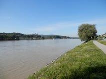 Río Donau con el monasterio Melk Fotos de archivo libres de regalías