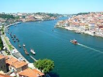 Río Douro de Oporto con los barcos en Portugal Imagenes de archivo