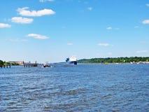 Río Elba, Hamburgo, Alemania Imágenes de archivo libres de regalías