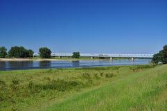Río Elbe, puente del carril. Alemania imagen de archivo