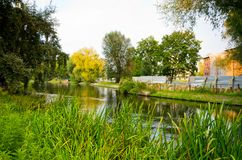 Río en Bydgoszcz, Polonia Foto de archivo