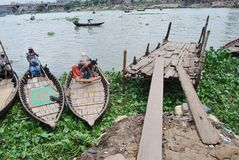 Río en el Buriganga en Sadarghat Fotografía de archivo