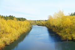 Río en el día del otoño Imágenes de archivo libres de regalías