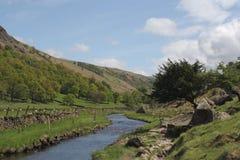 Río en el districto del lago, Reino Unido Foto de archivo libre de regalías