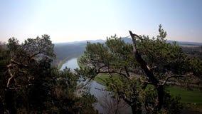 Río en el parque nacional de Sajonia almacen de metraje de vídeo