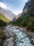 Río en el valle de Khumbu Imágenes de archivo libres de regalías