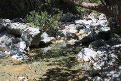 Río en la garganta del samaria, Creta Foto de archivo libre de regalías