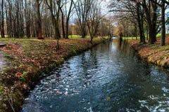 Río en la perspectiva del parque Imagen de archivo libre de regalías