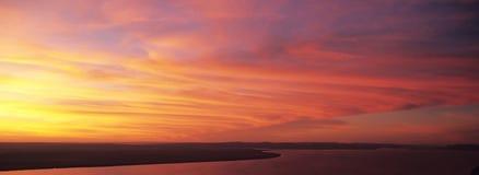 Río en la puesta del sol fotografía de archivo libre de regalías