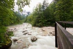 Río en las montan@as austríacas Imagenes de archivo