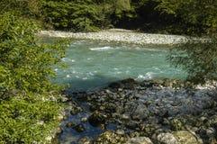 Río en montaña Fotos de archivo