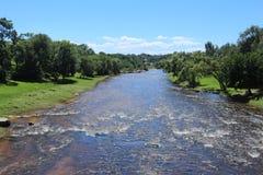 Río en montañas Imagenes de archivo