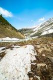 Río en montañas fotos de archivo