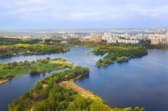 Río en Moscú, Rusia Foto de archivo