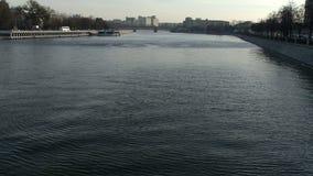 Río en otoño metrajes