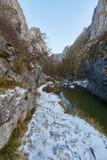 Río en paso de montaña Imagen de archivo libre de regalías