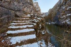 Río en paso de montaña Imagen de archivo
