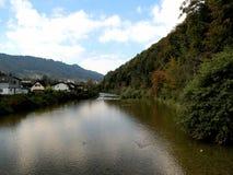Río en un valle Imágenes de archivo libres de regalías