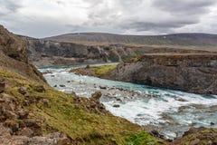 Río en un valle en Islandia Imagen de archivo libre de regalías