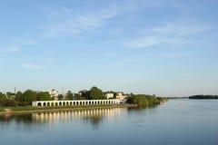 Río en Velikiy Novgorod Fotos de archivo
