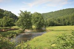 Río Exe cerca de Dulverton, Exmoor foto de archivo